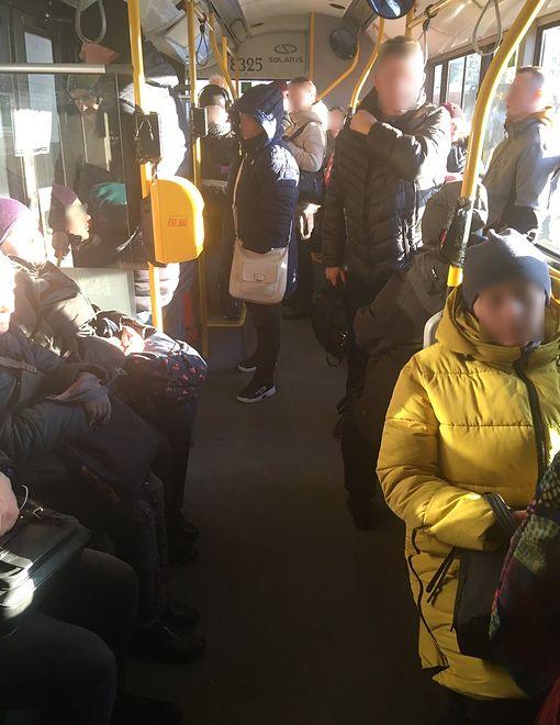 Warszawa. Zdjęcie zostało zrobione w autobusie linii 523.