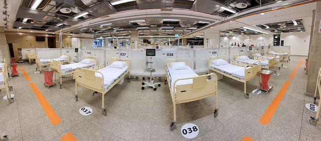 Koronawirus w Warszawie. Spośród 300 łóżek w poniedziałek zajętych było 19