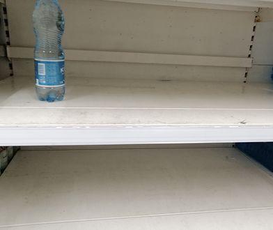 Jaka jest przyczyna pustych półek w Tesco? Sieć mówi co innego, związkowcy co innego