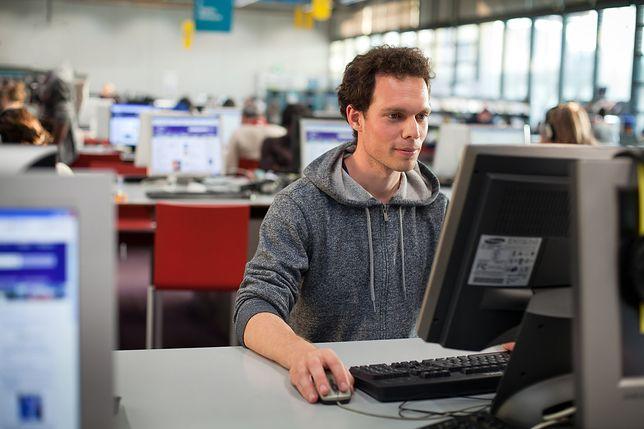 Benefity czekają nie tylko na pracowników, ale i na wszystkich spoza firmy, którzy polecą znajomego informatyka.