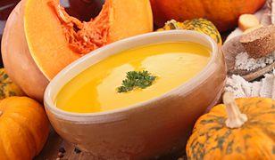 Zupa dyniowa jest najsmaczniejsza jesienią ze świeżych warzyw