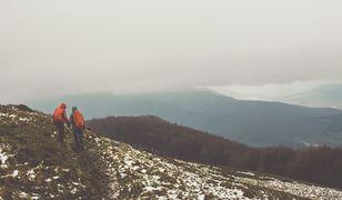 """Turyści przed wyjściem w góry powinni mieć naładowany telefon, a w nim zainstalowaną aplikację """"Ratunek"""""""