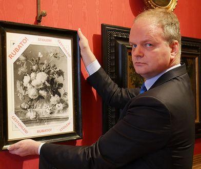 """W Galerii Uffizi została powieszona czarno-biała kopia obrazu """"Wazon z kwiatami"""", z napisem """"skradziony"""" w języku angielskim, niemieckim i włoskim"""