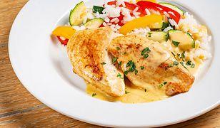 Kurczak w kremowym sosie z gorgonzolą i cukinią