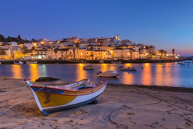 Praia da Rocha to jedna z najsłynniejszych plaż Portugalii