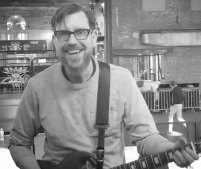Alex Brown był gitarzystą Gorilla Biscuits, Side by Side i Project X