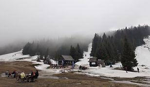 Beskidy. W górach wciąż sporo śniegu. Warunki na szlakach trudne