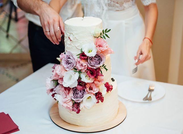 Tort to rodzaj deseru, który przyrządza się przy okazji wielu uroczystości – urodziny, wesela, chrzciny, rocznice. Przepisy na torty