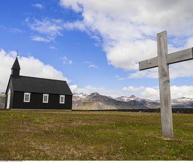 Na Islandii dominuje Kościół Ewangelicko-Luterański (75 proc. wszystkich wierzących). Katolicy są na drugim miejscu (3,5 proc.)