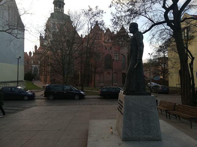 W Gdańsku w latach 90. nie burzono pomników. Ten ks. Jankowskiego może być pierwszy