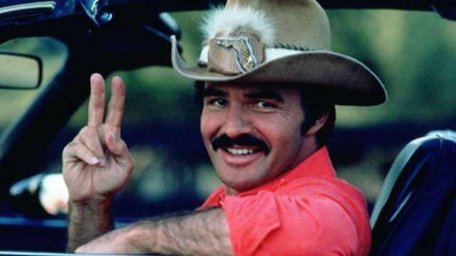 """Burt Reynolds: owłosiony macho na skórze z niedźwiedzia. """"Takich już nie robią"""""""