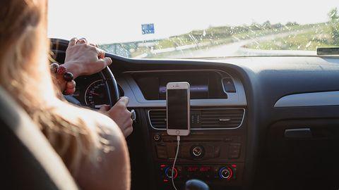 Navitel SH1000 Pro – indukcyjne ładowanie w uchwycie na smartfon do samochodu