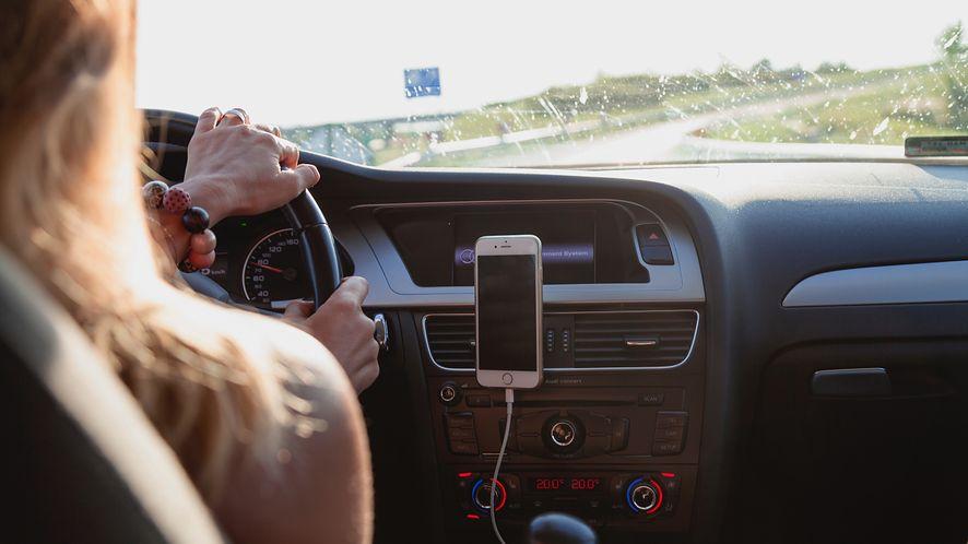 Navitel wprowadza na rynek nowy uchwyt dla kierowców, fot. Pexels