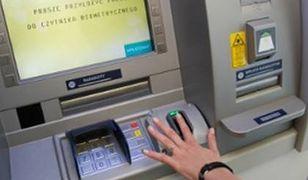 W bankomacie wypłacisz... palcem