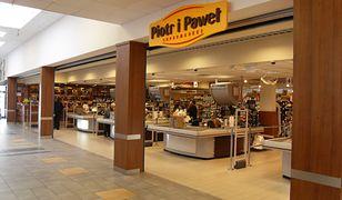 Piotr i Paweł to polska sieć supermarketów, która funkcjonuje od lat 90.
