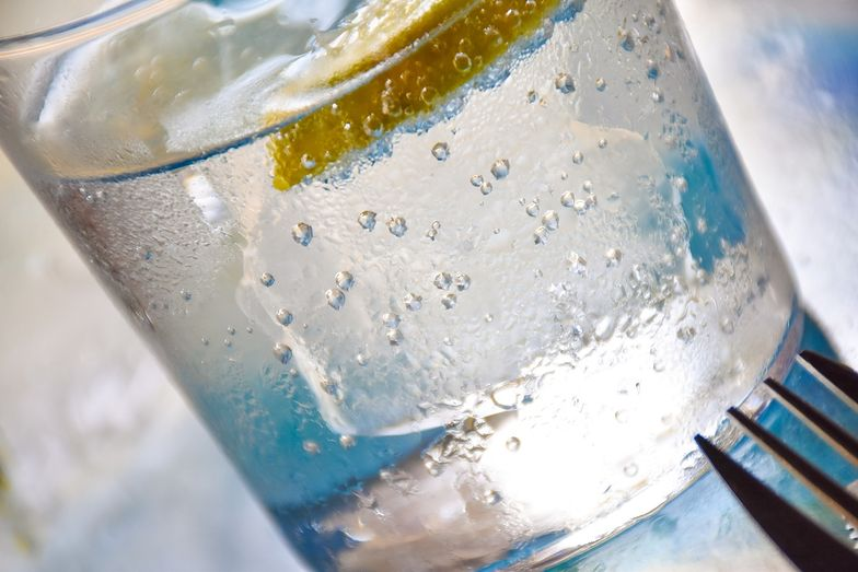 Woda gazowana nie niszczy szkliwa