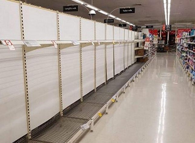 Puste półki sklepowe w Australii. Braki papieru toaletowego