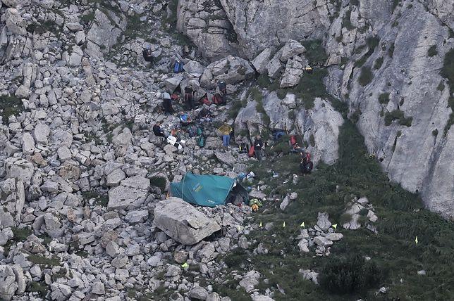 Montañas de Tatra.  Gran cueva nevada.  Los rescatistas descubrieron el cuerpo de uno de los espeleólogos