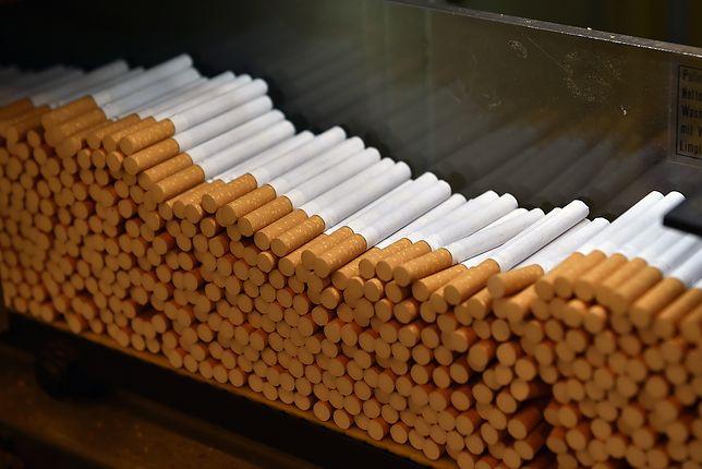 Nadarzyn - zatrzymano komendanta Komisariatu Policji w Nadarzynie, który zajmował się produkcją papierosów bez akcyzy.