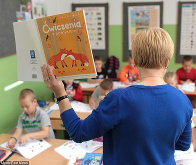 Karta nauczyciela. Pedagodzy masowo przechodzą na wcześniejszą emeryturę