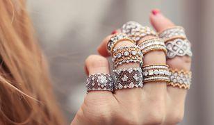 Efektowne pierścionki XXL możemy śmiało łączyć w okazałe zestawy