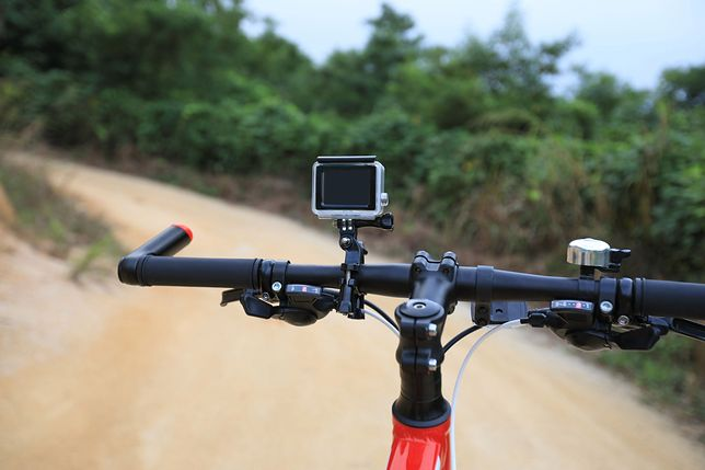 Akcesoria na rower mogą okazać się przydatne nawet jeżeli nie jeździmy na dalekie rowerowe wyprawy