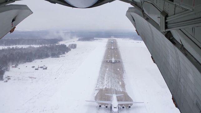 Rosja. Masowy start samolotów AN-124