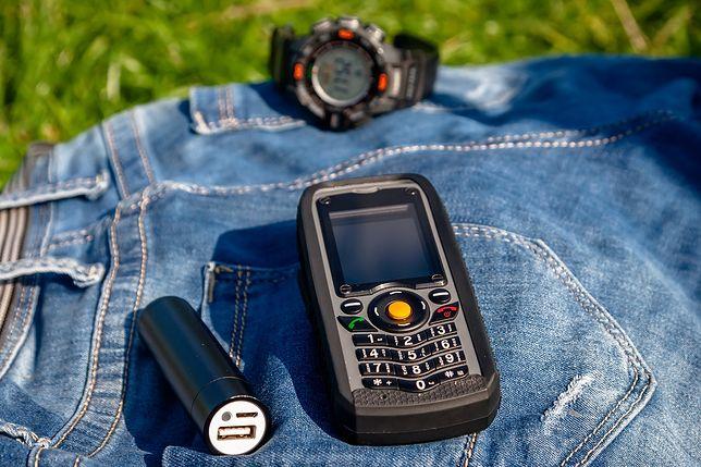 Jeśli kolejny raz nowoczesny, markowy smartfon zawiódł np. w pracy, może czas pomyśleć o solidnym modelu
