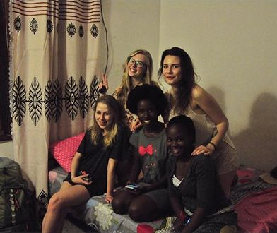 Naila przyjęła nas w swoim pokoju na Zanzibarze