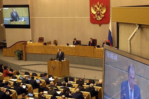 Posłowie rosyjskiej Dumy przed głosowaniem (na zdj. przemawia szef MSZ Siergiej Ławrow)