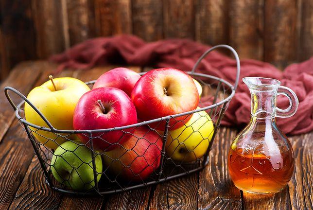 Jabłka to zdrowe owoce, które warto jeść codziennie