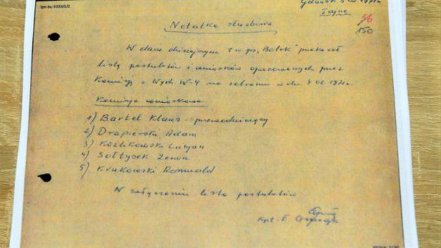"""Dokumenty IPN: SB w 1986 r. niszczy donos """"Bolka"""" z 1971 r."""