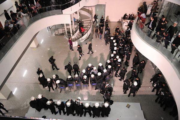 """Turecka policja weszła do redakcji opozycyjnej gazety """"Zaman"""""""