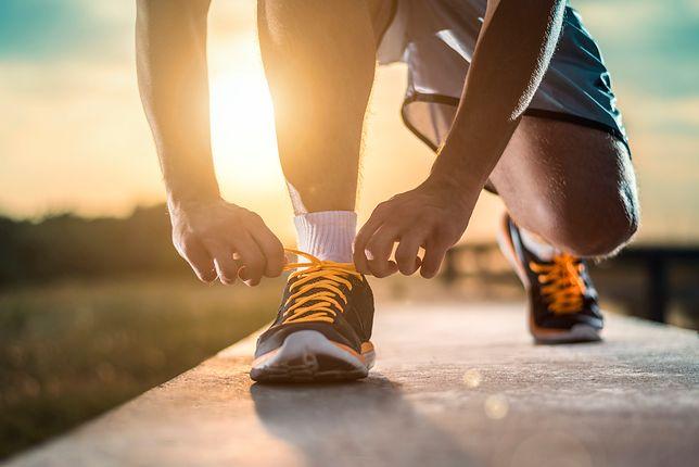 Wygodne buty i dopasowane skarpety to podstawa dla biegaczy