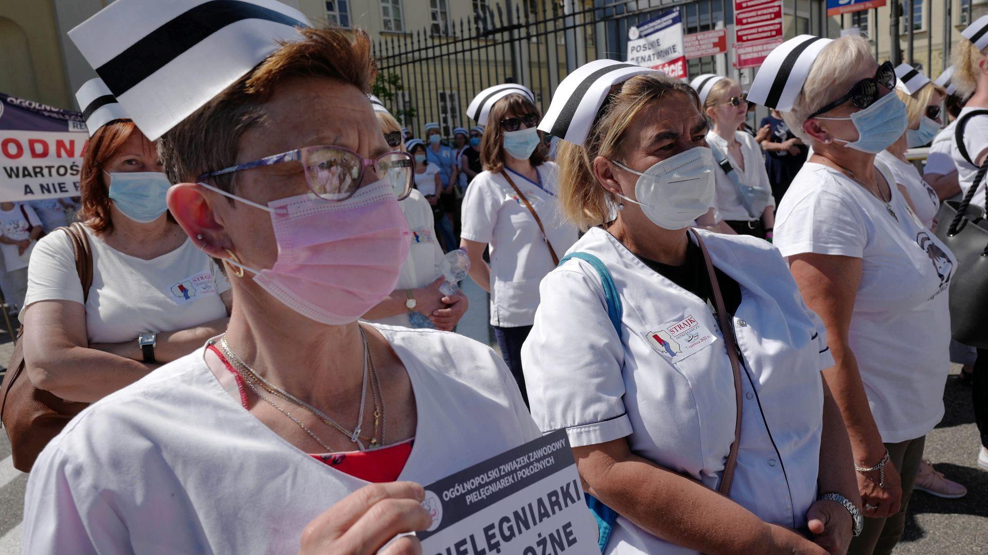 Strajk pielęgniarek i położnych. Warszawa, 7 czerwca 2021 roku