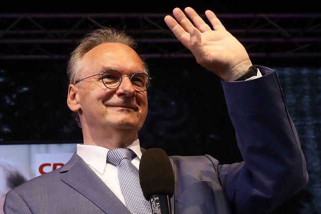 Niemcy. Pierwsze prognozy: zdecydowane zwycięstwo CDU w Saksonii-Anhalt. Na zdjęciu zadowolony z wyników premier Saksonii-Anhalt, Reiner Haseloff (CDU)
