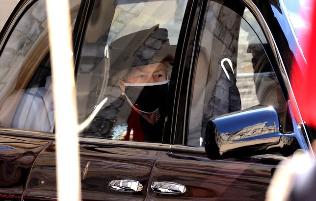 Elżbieta II miała podczas pogrzebu pamiątki po zmarłym mężu