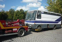 Porzucony autobus lub zapomniany ambulans. Strażnicy miejscy usunęli 1865 wraków z warszawskich ulic.