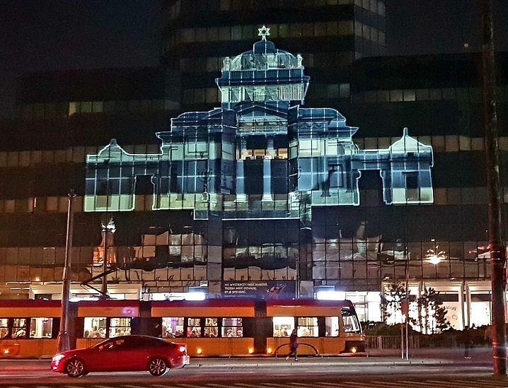 Warszawa. Iluminacja na placu Bankowym