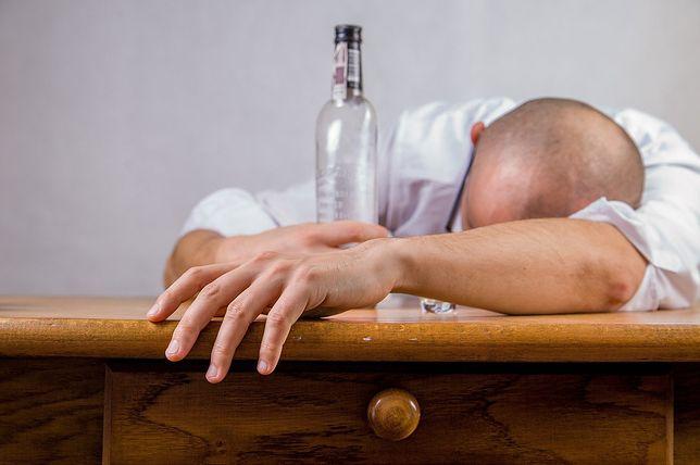 Eksperci ostrzegają: z kieliszka szybko robi się butelka