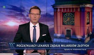"""Paski na temat rezydentów wyświetlone w głównym wydaniu """"Wiadomości TVP""""."""