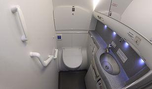 Samolot z kamerą ukrytą w WC