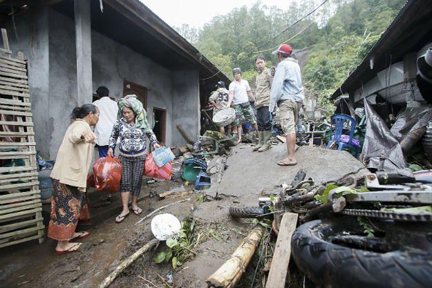 Dramat na wyspie Bali: pod zwałami ziemi zginęło kilkanaście osób, w tym troje dzieci