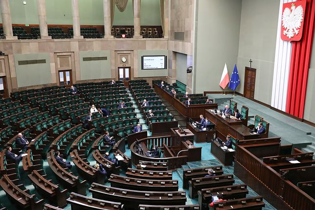 """Koronawirus w Polsce. Posiedzenie Sejmu ws. """"Tarczy Antykryzysowej"""""""