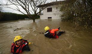 Francja walczy ze skutkami wichur i powodzi