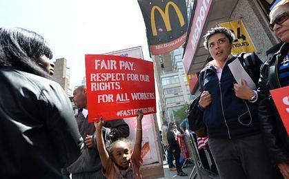 Pracownicy McDonlad's domagają się wyższych pensji