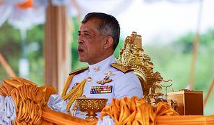 Król Tajlandii otwarcie przyznał się do poligamii. Ze swoimi partnerkami występuje publicznie