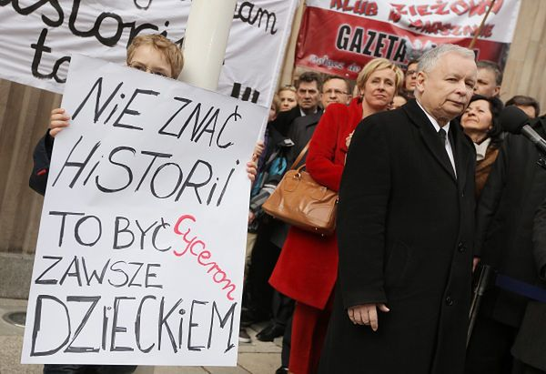 Protest w obronie lekcji historii przenosi się do stolicy
