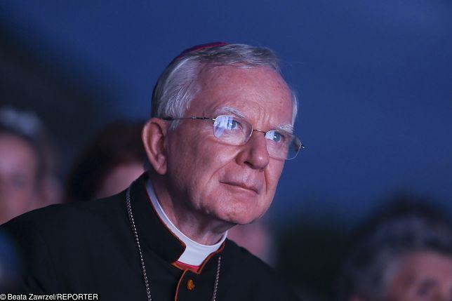 """Arcybiskup Marek Jędraszewski jest mocno krytykowany za słowa o """"tęczowej zarazie"""""""
