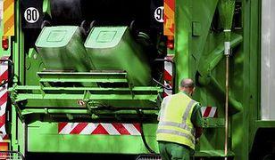 Płatności za śmieci można ściągnąć z pensji